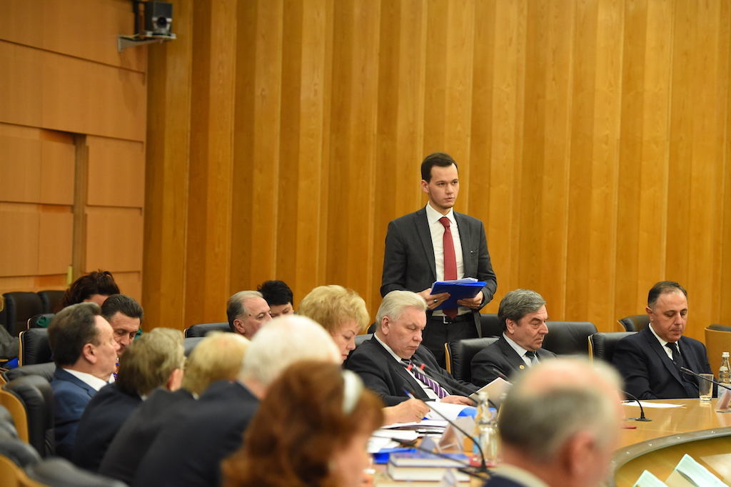Иванов И.Г. выступает с докладом о деятельности Союза юристов Чувашии перед членами Координационного совета Международного союза юристов, 2016 год.